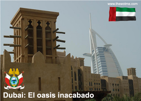 Imponente y simbólico hotel Burj Al Arab detrás de Medina Jumeirah