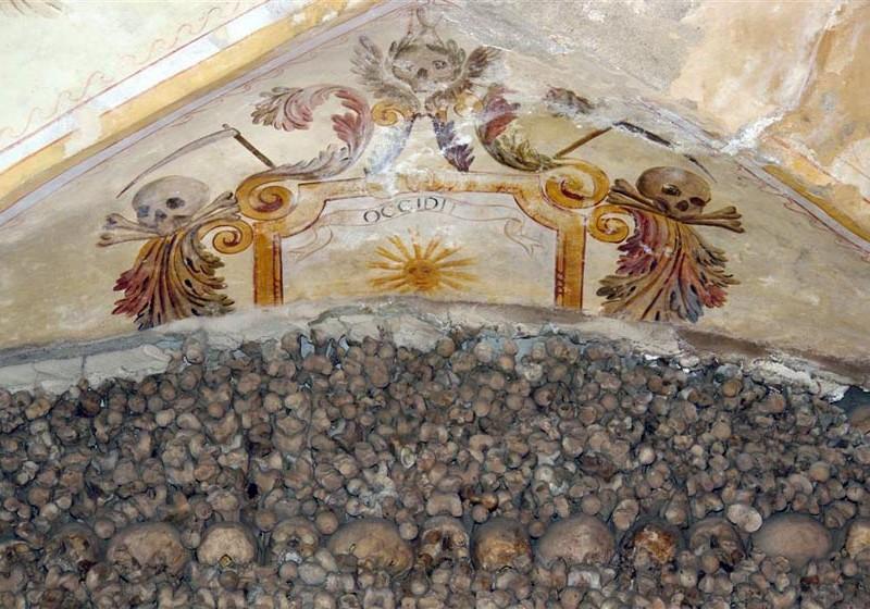 Évora, y su siniestra Capilla de los Huesos - evora capilla huesos 800x560 - Évora, y su siniestra Capilla de los Huesos